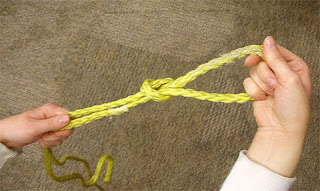 http://www.instructables.com/id/How-to-Tie-a-Slip-Knot/