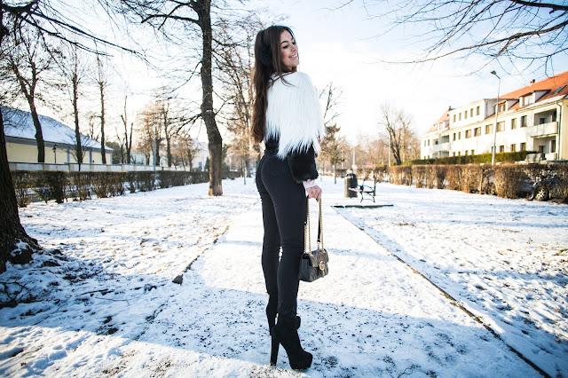 Dwukolorowe futro w zestawieniu z wiązanymi spodniami  - Czytaj więcej