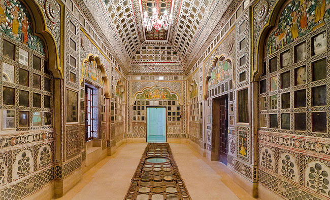 Xvlor Amber Fort is Amer Palace built by King Man Singh I in 1592