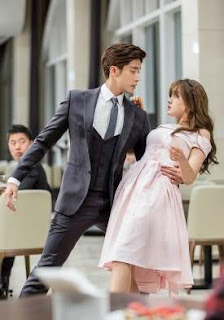Cha Jin Wook catching Lee Yoo Mi just as she is about to fall - My Secret Romance