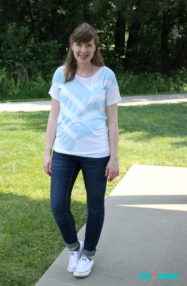 Casual weekend outfit idea: graphic tee with jeans and sneakers | www.shealennon.com