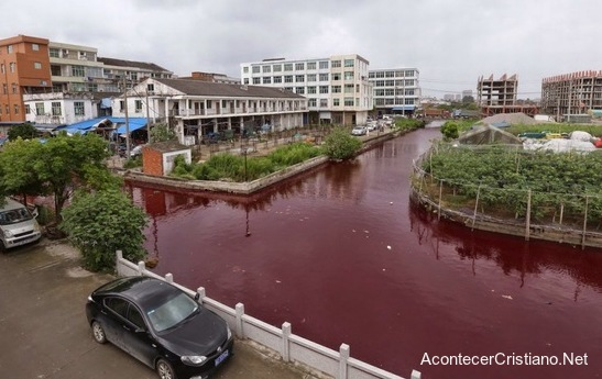 Río de China de color a rojo sangre