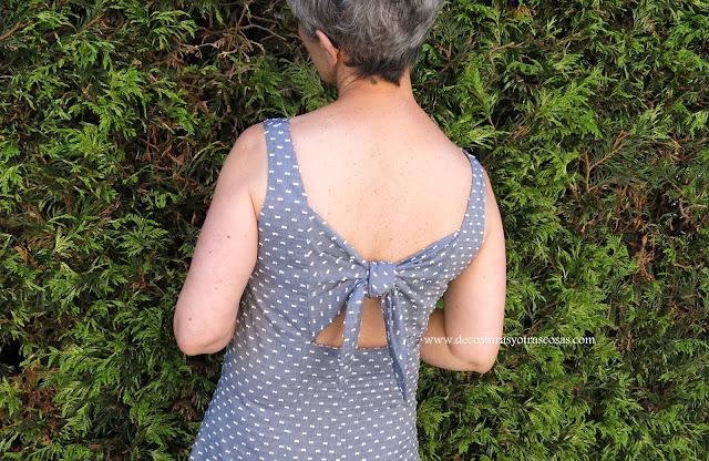 vestido con gran escote espalda