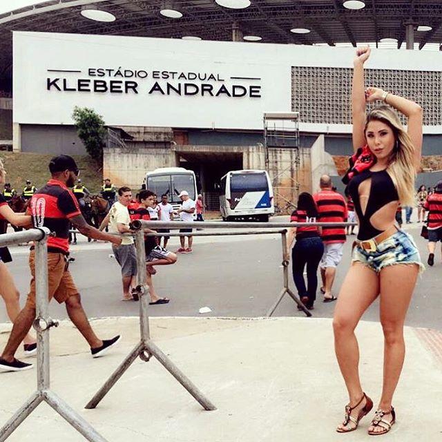 Musa do Flamengo d� show de sensualidade no Kleber Andrade