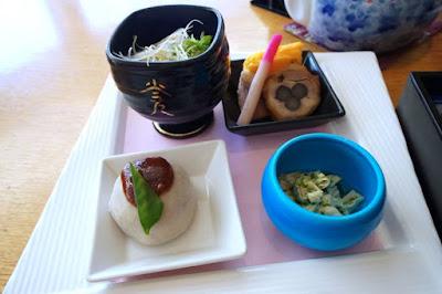 Salad and mochi at Kokorogi Fuji Highland