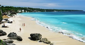 18 Pantai di Bali yang Harus Anda Kunjungi