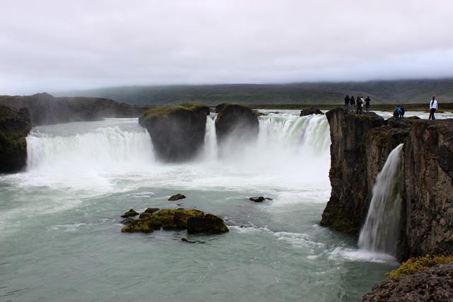 """Godafoss, """"la cascada de los dioses"""""""