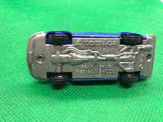 NISSAN FAIRLADY 240ZG のおんぼろミニカーを底面から撮影