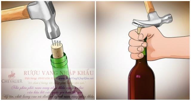 Những bí kíp mở rượu vang không cần dụng cụ mà quý ông nào cũng phải biết!