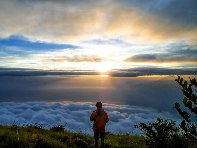 foto sunrise di gunung sumbing
