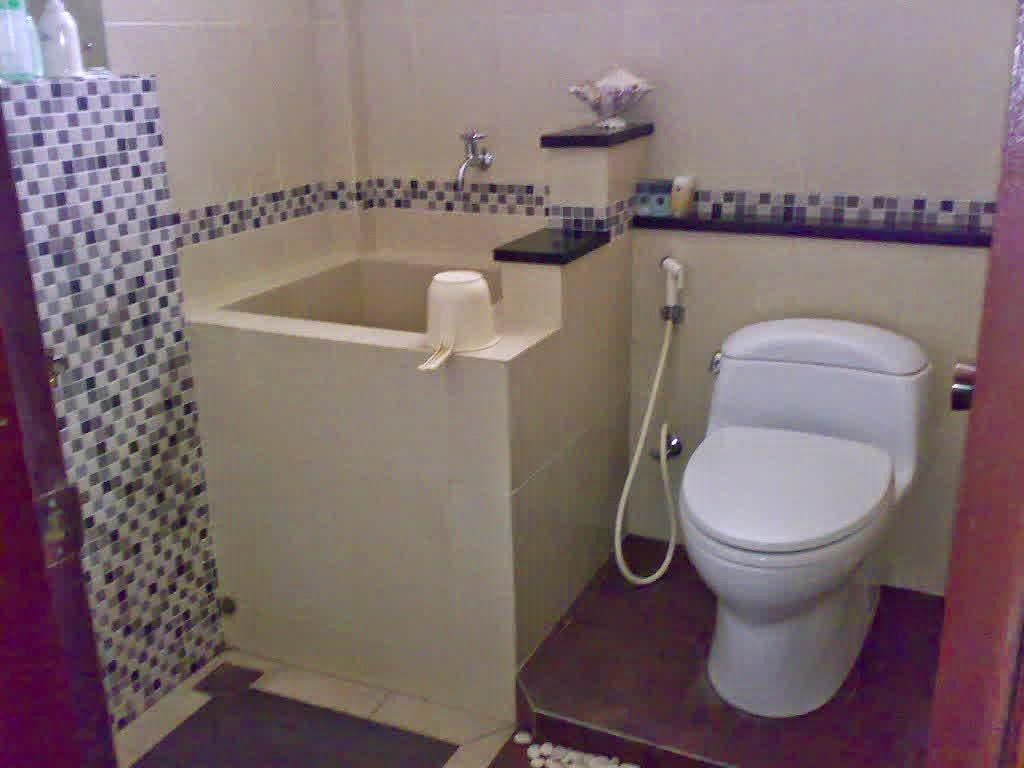 desain kamar mandi minimalis pakai bak | wallpaper dinding