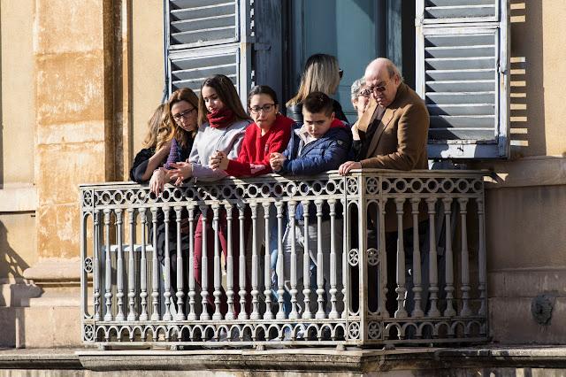 Festa di Sant'Agata a Catania-Giro esterno-Processione dei fedeli devoti sui balconi