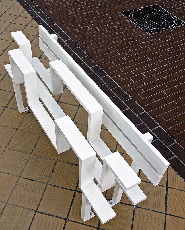 Необычные скамейки. Jeppe Hein 17