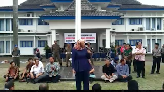 """Bupati """"Ngamuk"""" Saat Melakukan Pembinaan Untuk Pegawai PDAM Karawang (Video)"""