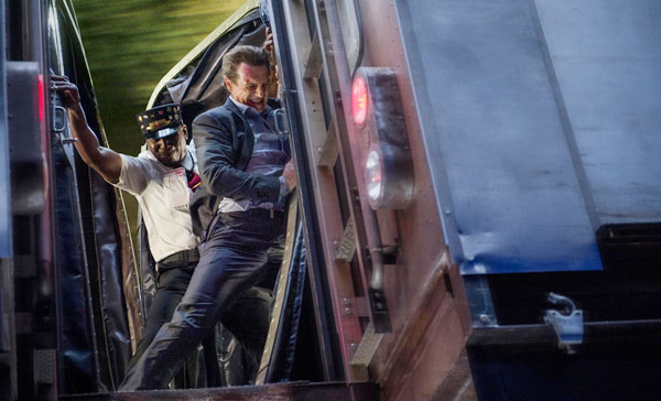 A scene from THE COMMUTER (2018)