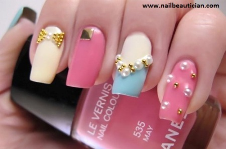 Hot jewellery nail art