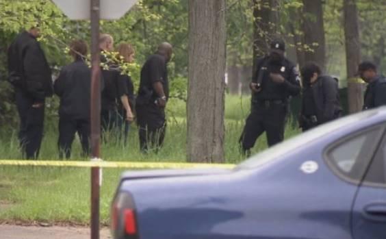 La policía de Detroit investigó el lugar en donde la Sra. Jones fue supuestamente secuestrada por extraterrestres.