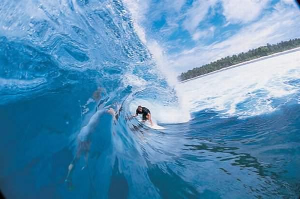 Surfing di Pantai Plengkung Banyuwangi