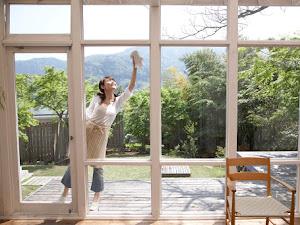 Elimine el dolor de cabeza que representa limpiar las ventanas