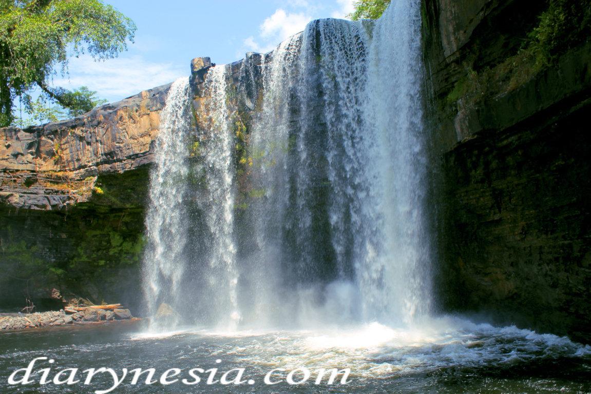 west kalimantan tourism, best waterfall in kalimantan, bengkayang tourism, diarynesia