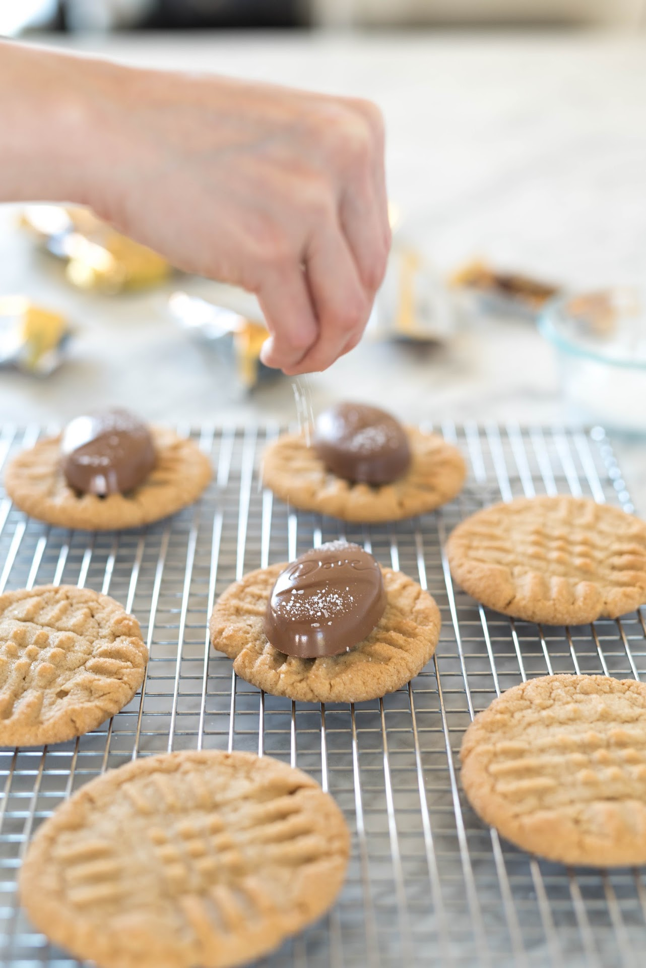 best peanut butter cookies, salt chocolate, recipe, easter dessert, ideas, easter treat, snack, food, bunny crafts, rabbit, easter rabbit, cookie bag tutorial, diy, cookie envelope, easter craft, pink, salted desserts, kosher salt, chocolate easter egg