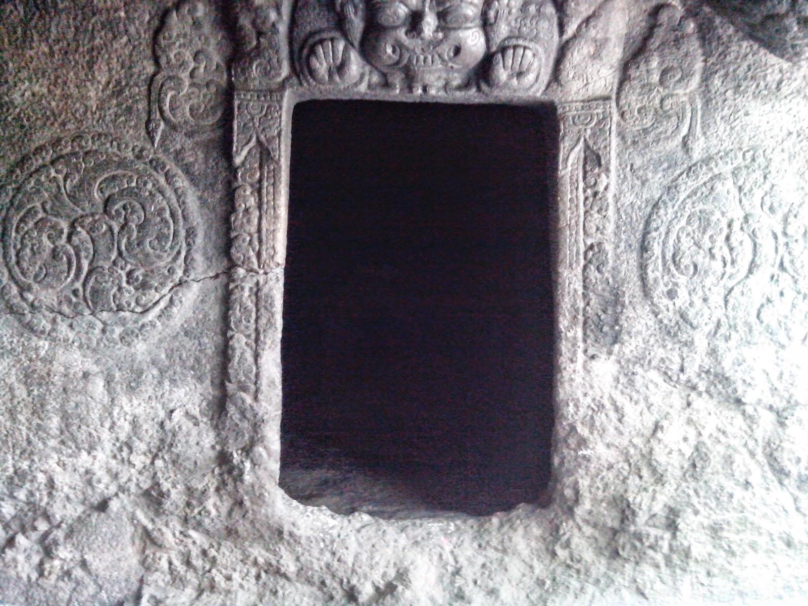 Pintu ruangan Gua Selo Mangleng