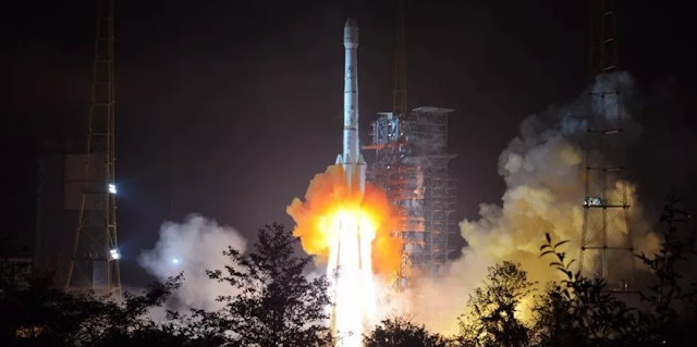 Long March 3B launches APStar-6C communications satellite into space. Credit: Xinhua