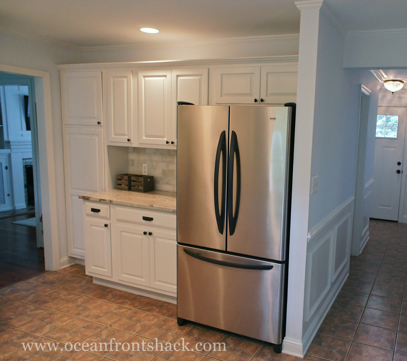 Kitchen cabinets satin or semi gloss for Best paint for kitchen cabinets oil or latex