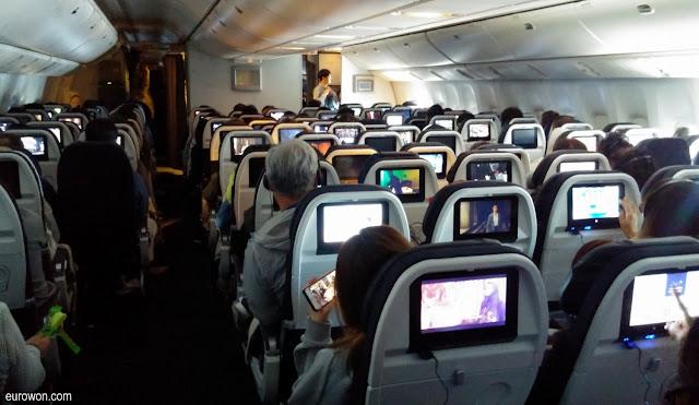 Muchas pantallas en un avión