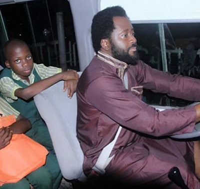 desmond Elliott drives kids school