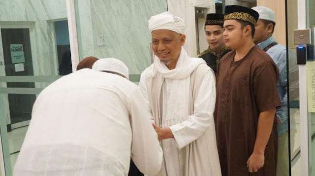 Telah Sehat, Ustaz Arifin Ilham Pulang ke Indonesia