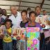Francisco Fernández entrega cientos de juguetes a niños de SDN