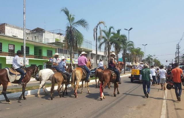 Proibição de veículos na cavalgada faz despencar numero de participantes; Apenas 300 pessoas participaram da cavalgada  2017