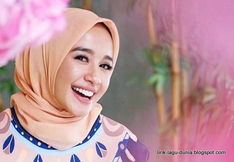 Laudya Cynthia Bella Hijab Syari kerudung jilbab