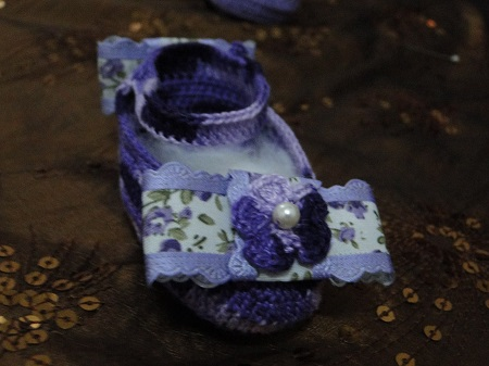 sapatinhos para bebê em crochê feitos por Pecunia Milliom com PAP