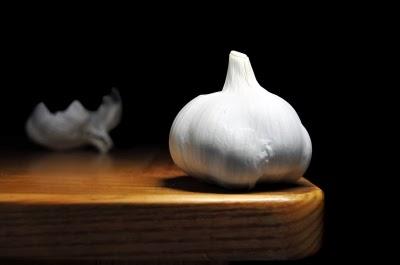 Garlic Excellent Natural Antibiotic Fights Cholesterol-1