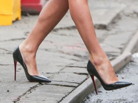 How To Wear High Heels Without the Pain: Tips That Really ...