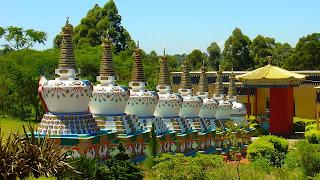 Templo Budista Tibetano, Três Coroas