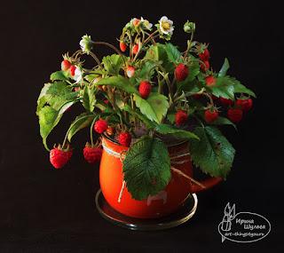 керамическая флористика букет земляники малины в кружке