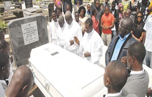 Photos: Deceased UNILAG Post Graduate Students Funmi & Shola Buried At Ikoyi Lagos Cemetery