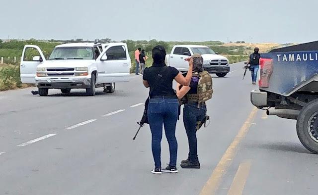 En Reynosa Tamaulipas. Policías se topan con Sicarios y los llenan de plomo.