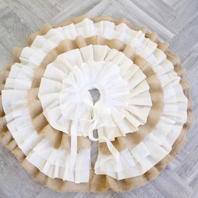 farmhouse tree skirt, shabby chic, rustic, ribbon