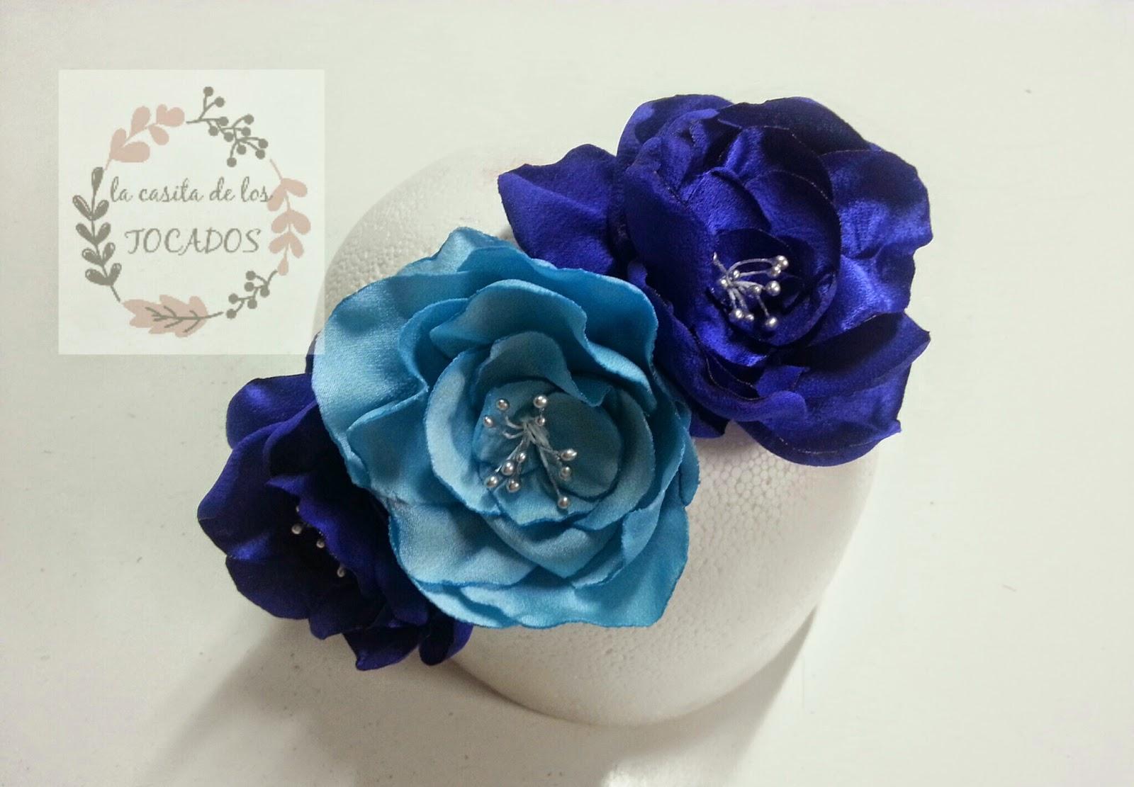 diadema de flores para boda artesanal en color azul con pistilos plata