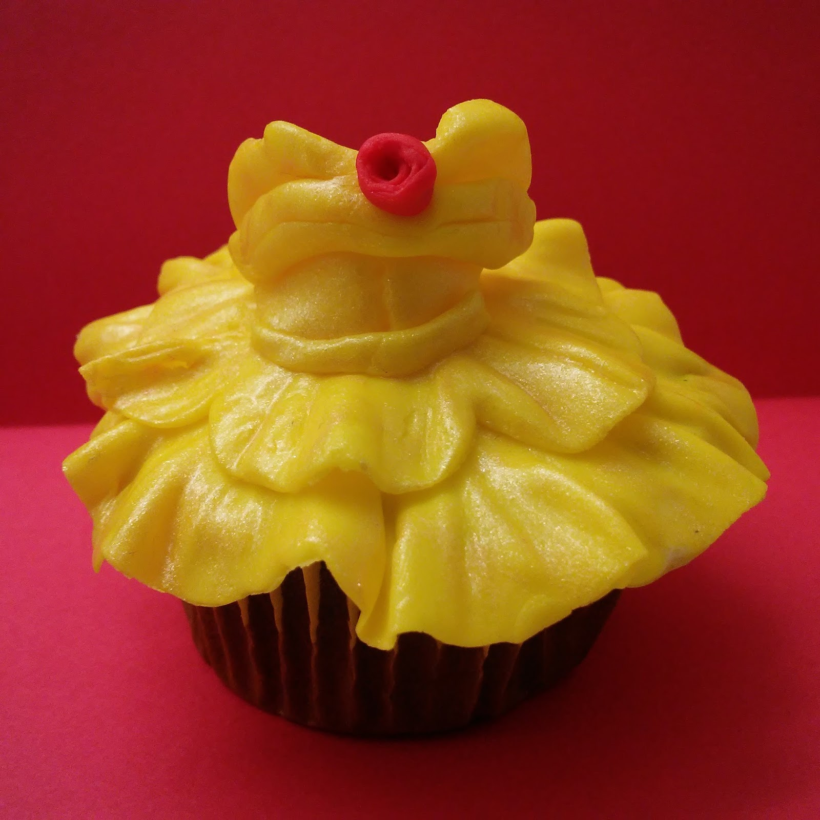 These Belle Inspired Dress Cupcakes Are Super Easy To Make I Had A Fun And Long Day Making Lovely Little Celebrate The New Live