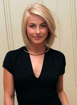 Model rambut pendek sebahu blond cut