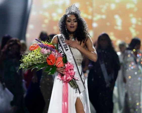 25 year old scientist Kara McCullough wins Miss USA 2017 (photos)
