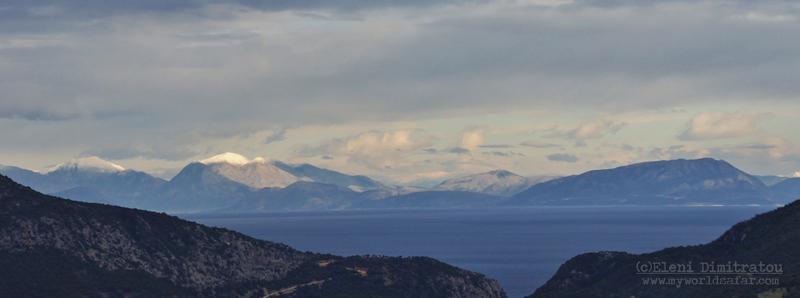 Θέα από Κεφαλονιά στα απέναντι βουνά