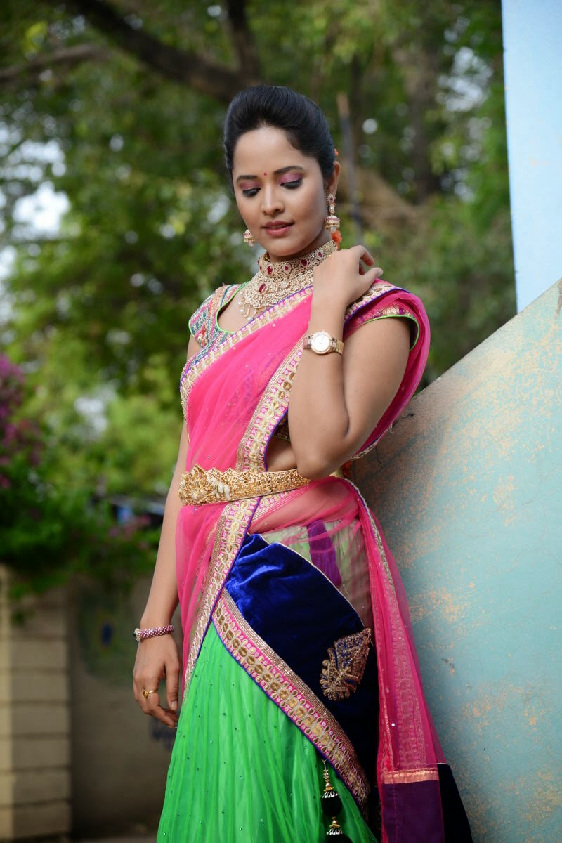 Glamorous Stills Of Telugu TV Anchor Anasuya Hip Navel In Traditional Pink Half Saree