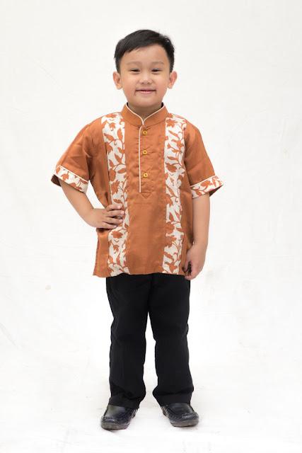 Satu Set Baju Muslim Anak Pria Bahan Katun Campuran Berfuring