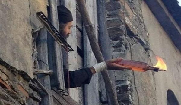 Στη φυλακή οκτώ μοναχοί για τις μολότοφ στη Μονή Εσφιγμένου
